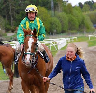 Abisko och Manuel Santos | Täby 140514 | Foto: Klara Röstlund / Svensk Galopp