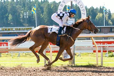 Another World vinner med Carlos Lopez | Täby 140903 | Foto: Elina Björklund / Svensk Galopp