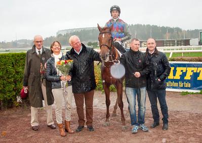 Horatio Bloom i vinnarcirkeln | Täby 141012 | Foto: Elina Björklund / Svensk Galopp
