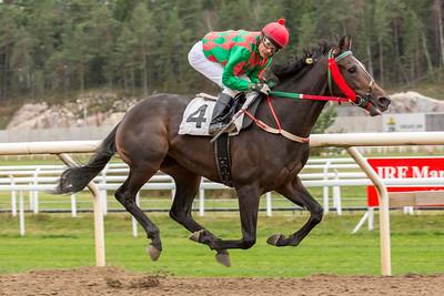 Lendas vinner för Carlos Lopez   Täby 141105   Foto: Elina Björklund / Svensk Galopp