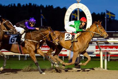 Mykita vinner med Madeleine Smith | Täby 141116 | Foto: Elina Björklund / Svensk Galopp