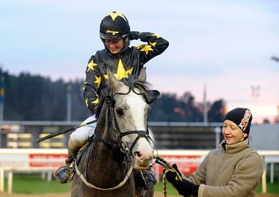 Bisht och Nathalie Mortensen | Täby 141130 | Foto: Stefan Uppström / Svensk Galopp