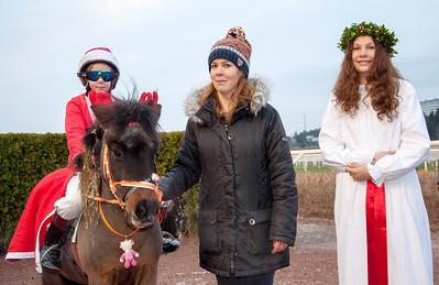 Lilla Vargen och Julia Pettersson vinner Tomteracet | Täby 141214 | Foto: Elina Björklund / Svensk Galopp