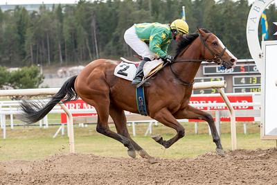 The Olympus Man vinner med Madeleine Smith | Täby 150415 | Foto: Elina Björklund / Svensk Galopp