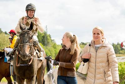 Marius Federigo tillsammas med Fredrik Janetzky och Caroline Malmborg | Täby 150520 | Foto: Elina Björklund / Svensk Galopp