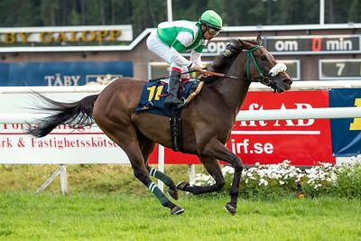 Ecchippus vinner med Carlos Lopez | Täby 150707 | Foto: Elina Björklund / Svensk Galopp
