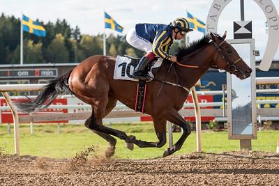 Sameek vinner med Elione Chaves | Täby 151007 | Foto: Elina Björklund / Svensk Galopp