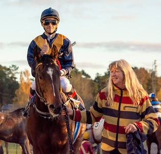 Turn The Page och Alessandro Guerrini tillsammans med Lena Natt och Dag | Täby 151028 | Foto: Elina Björklund / Svensk Galopp