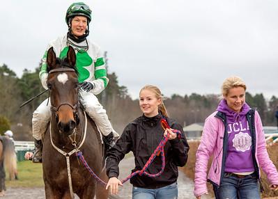 Ghallab på väg till vinnarcirkeln | Täby 151125 | Foto: Elina Björklund / Svensk Galopp