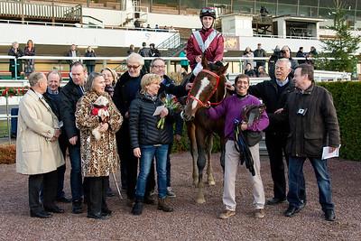 Zamway i vinnarcirkeln   Täby 151220   Foto: Elina Björklund / Svensk Galopp