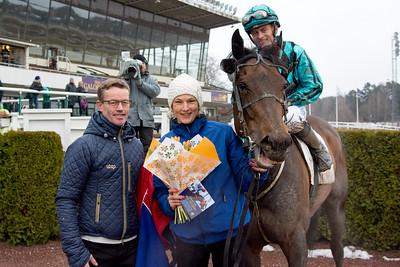 Outlaw och Per-Anders Gråberg tillsammans med Roy Arne Kvisla och Jessica Jankerup | Täby 160306 | Foto: Elina Björklund / Svensk Galopp
