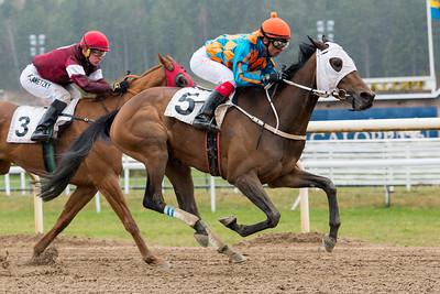 Latzimas och Elione Chaves vinner före Spirit River   Täby 160427  Foto: Elina Björklund / Svensk Galopp