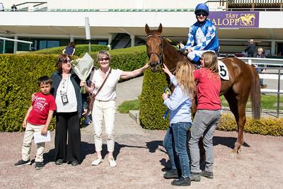 Luris Pegasus i vinnarcirkeln | Täby 160505 | Foto: Elina Björklund / Svensk Galopp