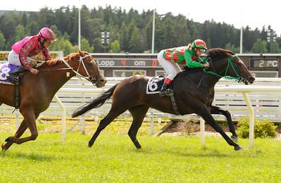 Big Player och Fabienne de Geer vinner före Mikado | Täby 110625  Foto: Stefan Olsson / Svensk Galopp
