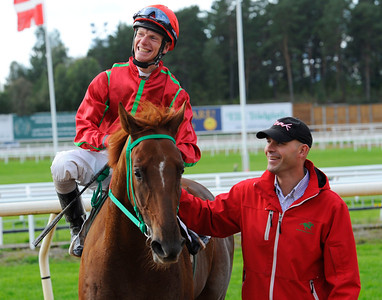 Jobim tillsammans med Jacob Johansen och Lennart Jr Reuterskiöld | Täby Galopp 110914 |  Foto: Stefan Olsson / Svensk Galopp