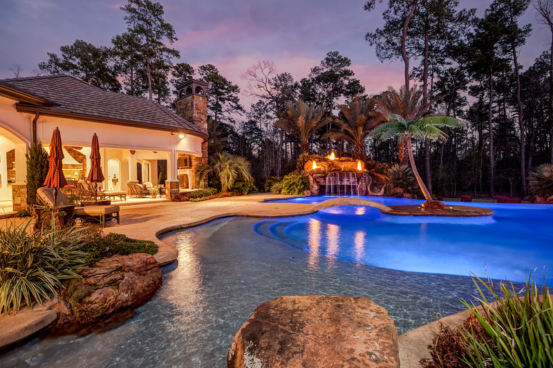 luxury pool, outdoor living, twilight photography