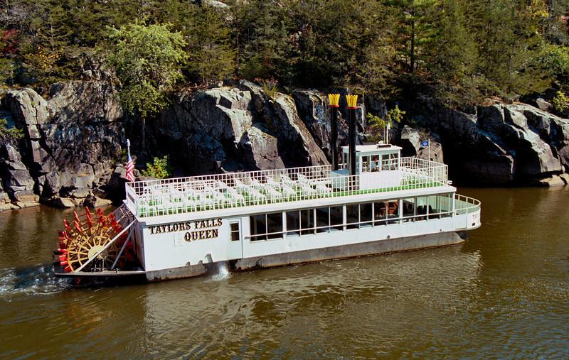 TaylorsFallsQueenRiverboat
