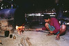 """Transformation du pétrole dans la raffinerie du village des """"Twin Zar"""" de l'île d'East Phayonka. Etat de l'Arakan/Birmanie (Myanmar)"""