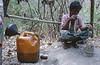 """L'attente d'un """"Twin Zar"""" devant son puits de pétrole. Ile d'East Phayonka/Etat de l'Arakan/Birmanie (Myanmar)"""
