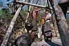 """Extraction de pétrole par une équipe de """"Twin Zar"""". Ile d'East Phayonka/Etat de l'Arakan/Birmanie (Myanmar)"""