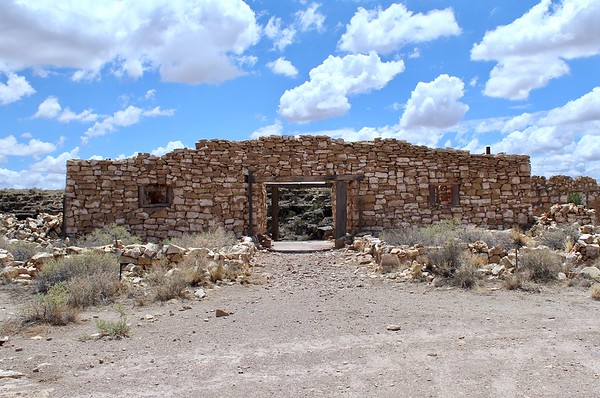 Historic zoo and curio shop - Two Guns, Arizona (2018)