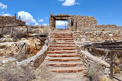 Ruins of mountain lion exhibit - Two Guns, Arizona (2018)