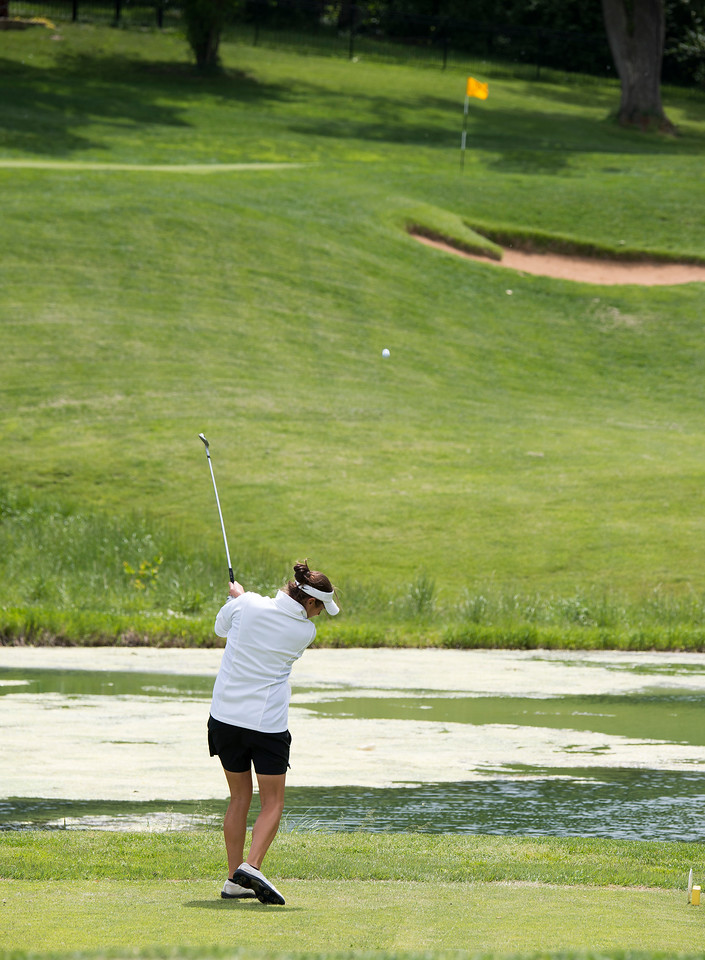 Mindy Coyle aims right at it on #6.