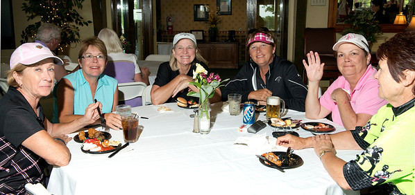 Carol Figura, Mindy Dull, Patty Robinson, Diane Fowler, Harriette Myers and Vicki Long enjoy some food!