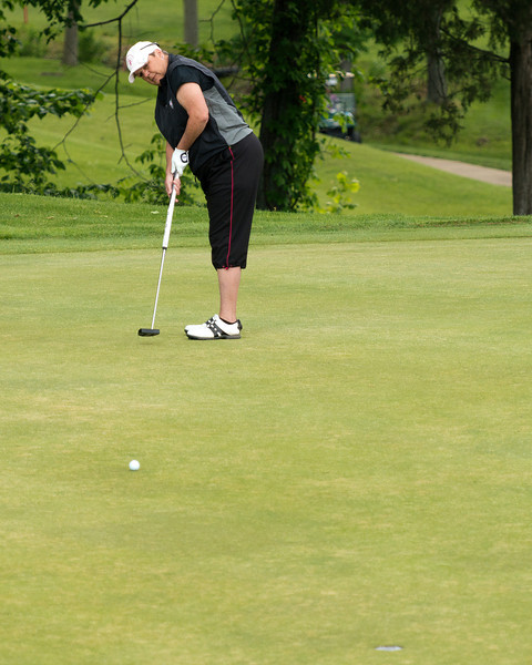Harriette Myers and her trusty long putter!