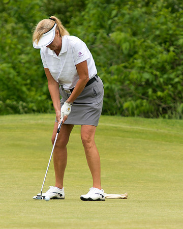 Diane Chancellor keeps her head down through those putts!