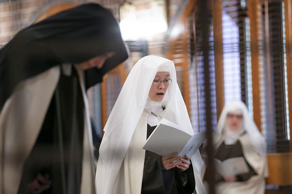 Two novices don Carmelite habit