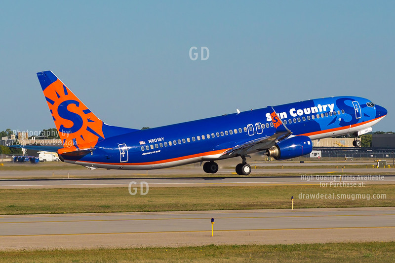 Sun Country 737-800 N801SY lifts off from runway 17 at MSP on a gorgeous fall afternoon.