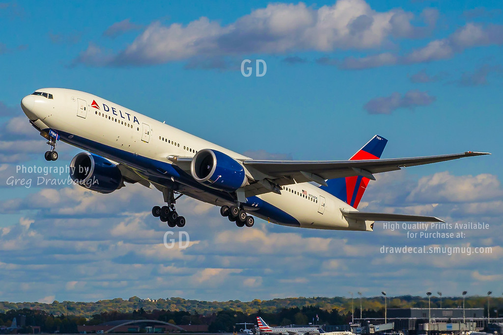 Delta 777-200LR Departs from MSP