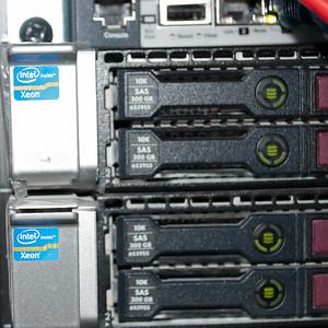 300GB SAS HDD (8-8-16)