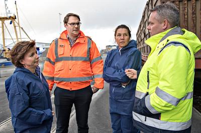Fiskeriminister Karen Elleman til møde med  Marine Ingredients Denmark, på TripleNine's fabrik i Thyborøn