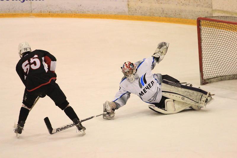 В первенстве Юниорской хоккейной лиги челябинский Трактор на своем льду в серии буллитов выиграл у челябинского Мечела со счетом 5:4