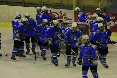 Челябинский Мечел в повторном матче первенства Юниорской хоккейной лиги снова разгромил челябинский Сигнал
