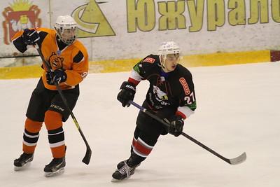 В первенстве Юниорской хоккейной лиги команда Трактор дважды обыграла пермский Молот на своем льду