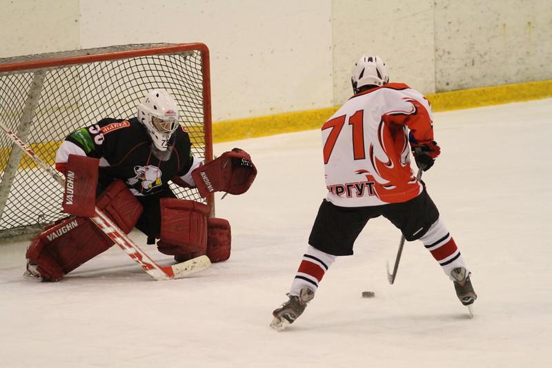 Команда Трактор обыграла со счетом 4:2 Нефятинк из Сургута в матче первенства Юниорской хоккейной лиги