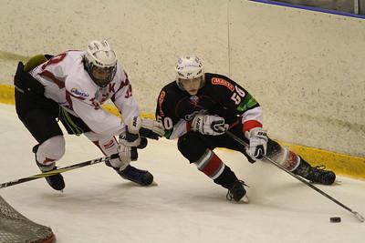 В первенстве Юниорской хоккейной лиги челябинский Трактор обыграл тюменский Рубин со счетом 6:0