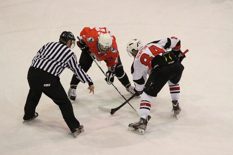 Команда Трактор Юниорской хоккейной лиги выиграла третий матч подряд в сезоне