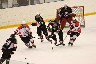 В первенстве Юниорской хоккейной лиги челябинский Трактор выиграл в упорной борьбе у Нефтяника из Сургута со счетом 6:5