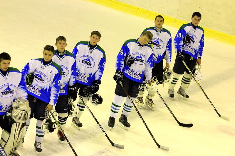 В первенстве Юниорской хоккейной лиги нефтекамский Торос обыграл на своем льду челябинский Сигнал со счетом 8:4