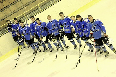 Челябинский Мечел обыграл в матче первенства Юниорской хоккейной лиги Автомобилист из Екатеринбурга со счетом 5:2