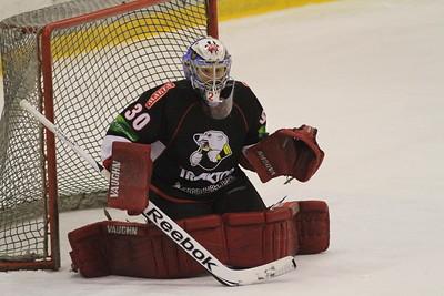 Команда Трактор дважды обыграла челябинский Сигнал в первенстве Юниорской хоккейной лиги.