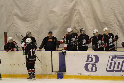 Главный тренер команды Трактор Юниорской хоккейной лиги Станислав Шадрин рассказал в интервью 74hockey.ru о матчах своей команды против Тороса из Нефтекамска