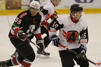 В первенстве Юниорской хоккейной лиги челябинский Трактор разгромил Автомобилист из Екатеринбурга со счетом 10:0