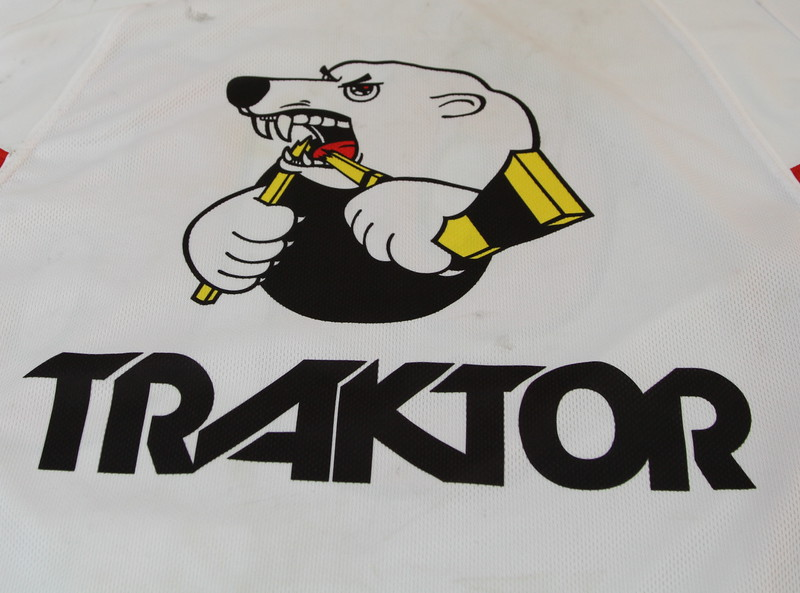 Воспитанники СДЮСШОР Трактор получат экипировку от одной из ведущих мировых фирм по производству спортивной одежды.