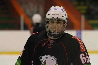 Челябинский Трактор дважды обыграл на своём льду Нефтяник из Сургута в первенстве Юниорской хоккейной лиги.