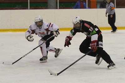 Челябинский Трактор в повторном матче снова разгромил тюменский Рубин в первенстве Юниорской хоккейной лиги.